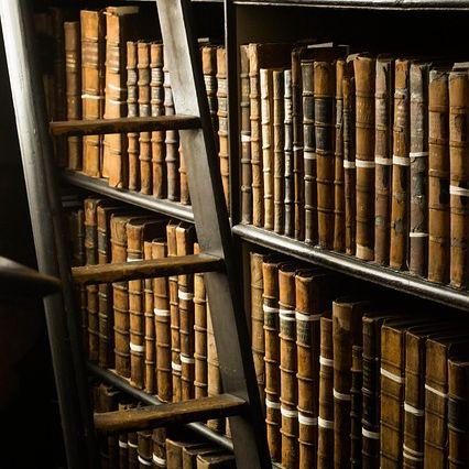 Archiv mit alten Büchern