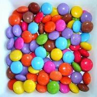 Modellkritik: Vergleich dieser Süßigkeiten mit den kleinsten Teilchen eines Stoffes